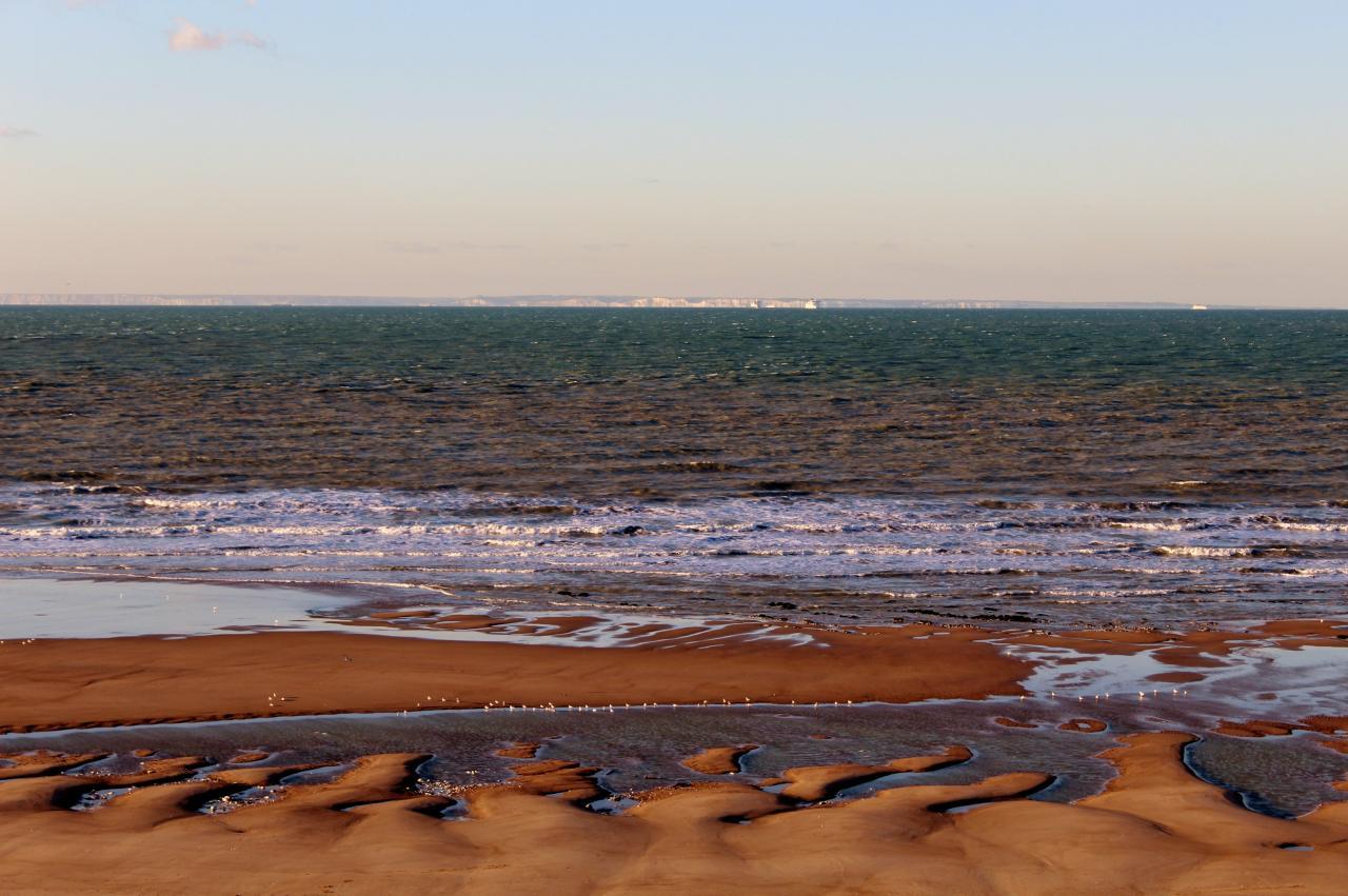 Plage de Calais Sangatte vue sur les falaises de Douvres