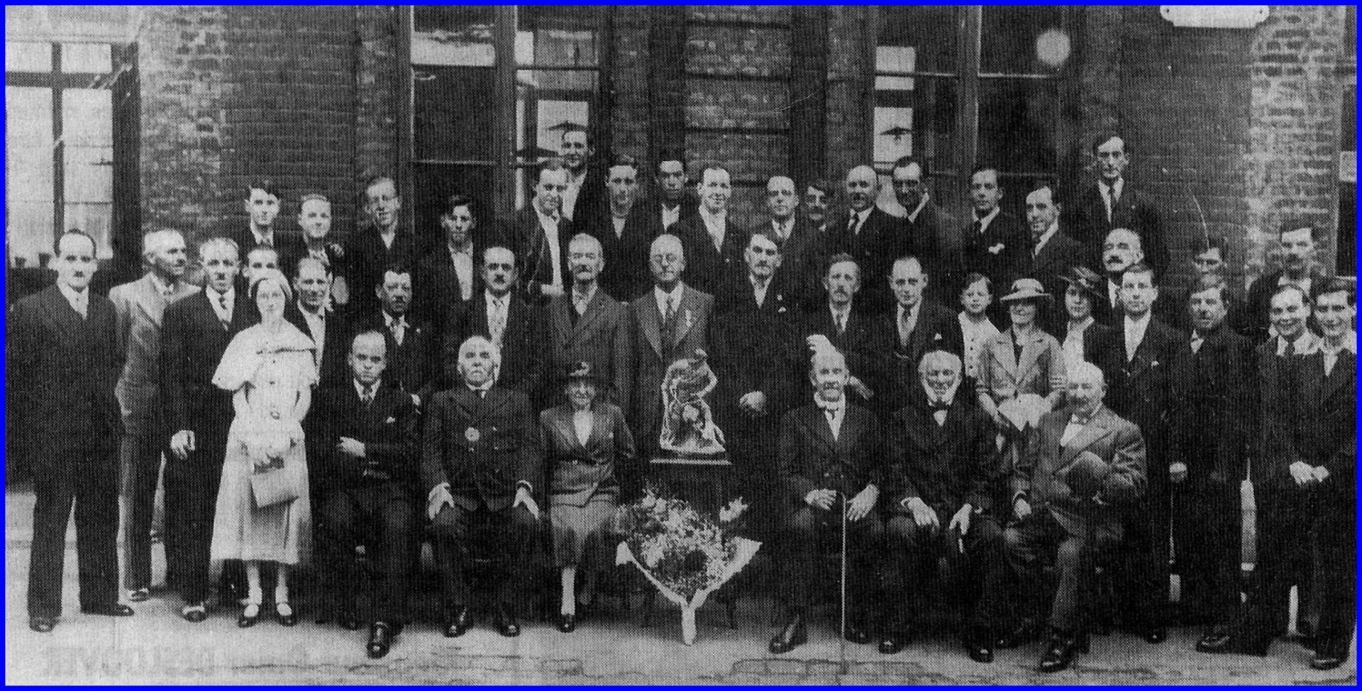 Anciens eleves du courgain en 1936 encadre
