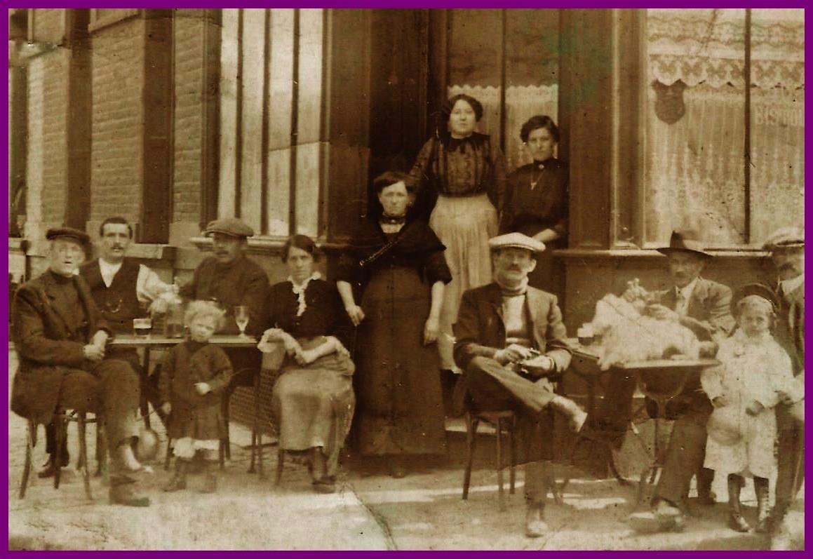 Antonio santo dettamante reunion de famille ou d amis cafe du courgain de calais encadre