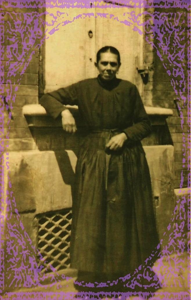 Augustine fauquet epouse mascot du courgain maritime ce calais encadree