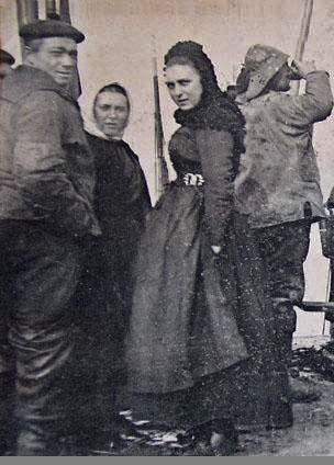 matelote en bachelique sur les quais