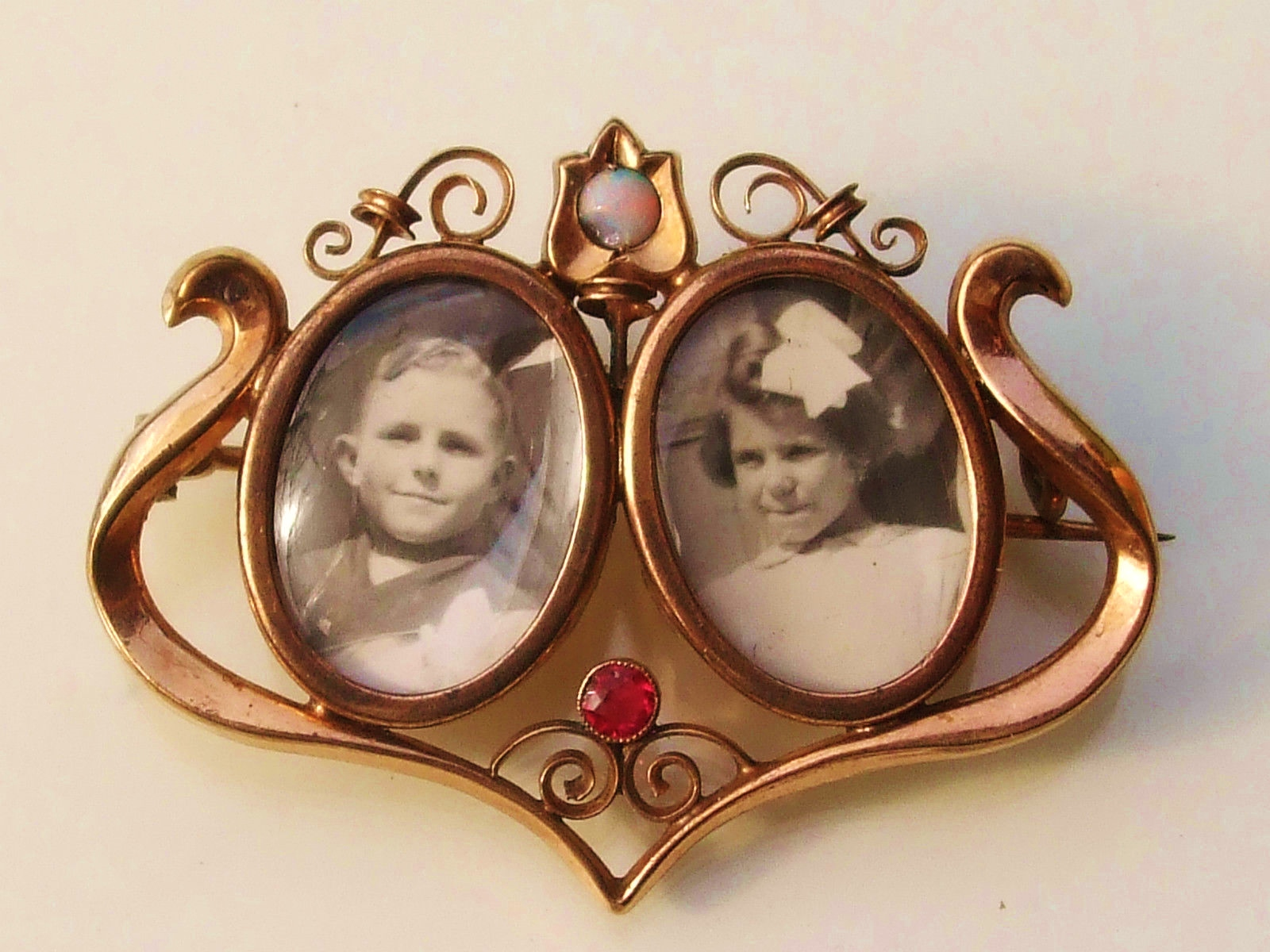 Broche porte photo deux enfants or