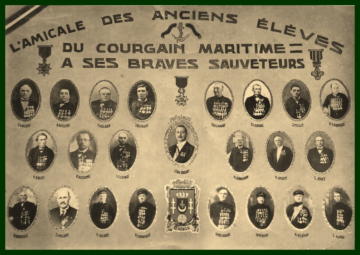 Calais amicale des anciens eleves du courgain maritime encadre