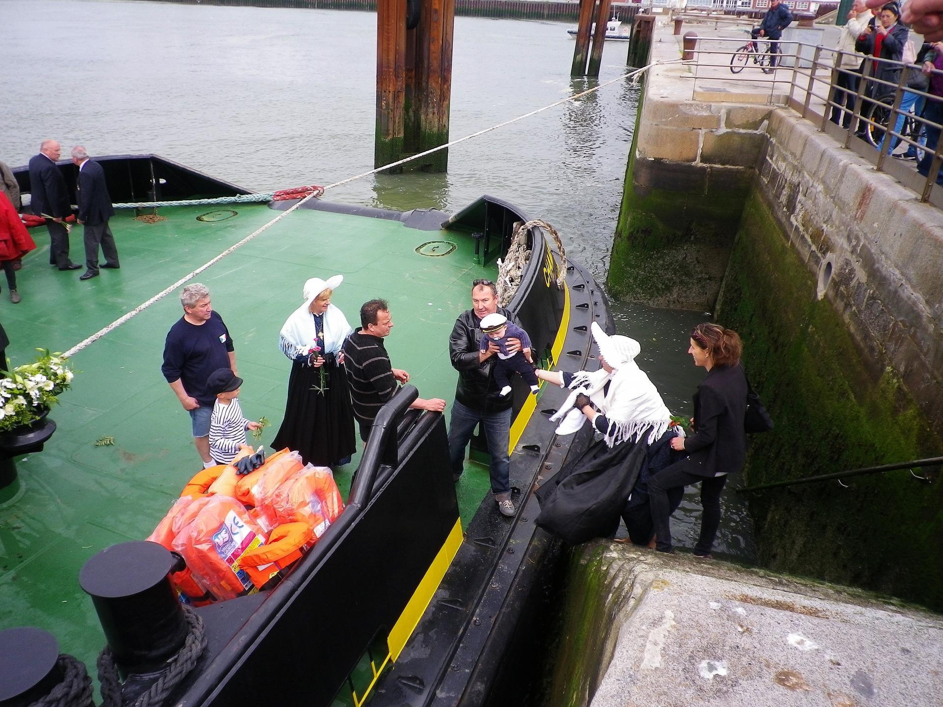 Calais benediction de la mer la descente des escaliers a calais