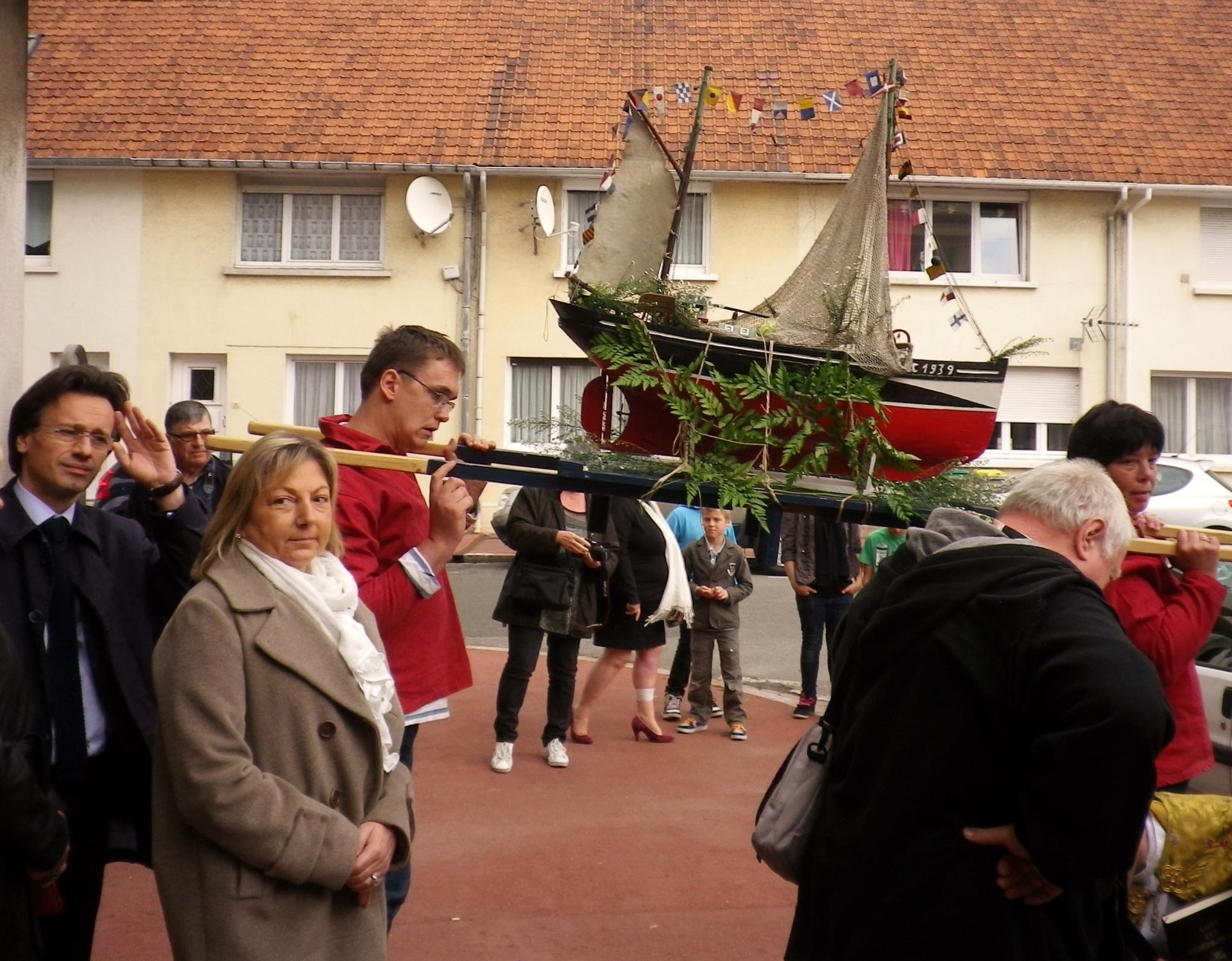 Calais benediction de la mer natacha bouchart et les elus prennent part au cortege