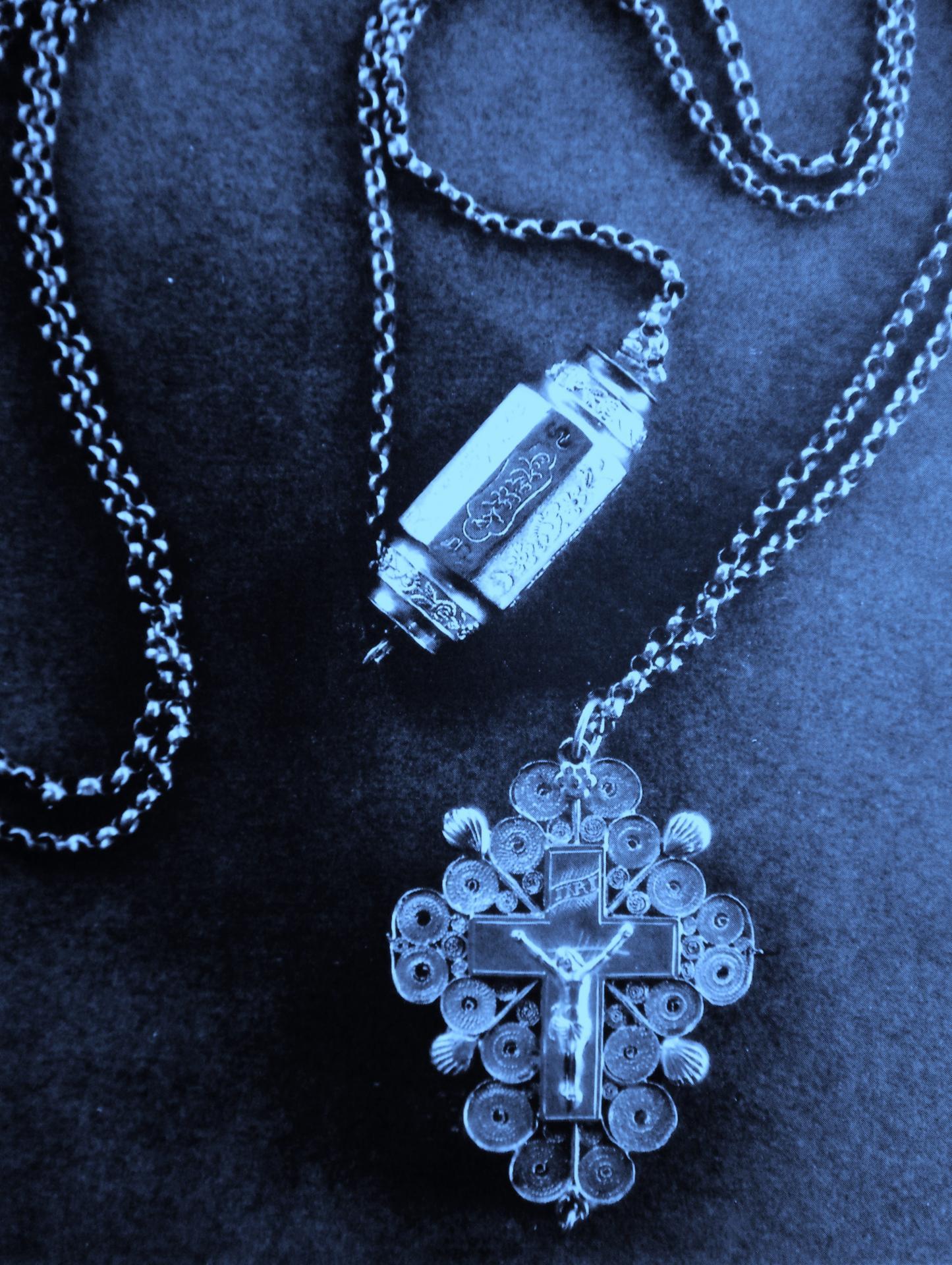 Calais chaine sorciere croix et barillet musee de calais