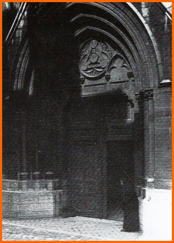 Calais chicoree la vieille mendiante du grand portail de notre dame encadre
