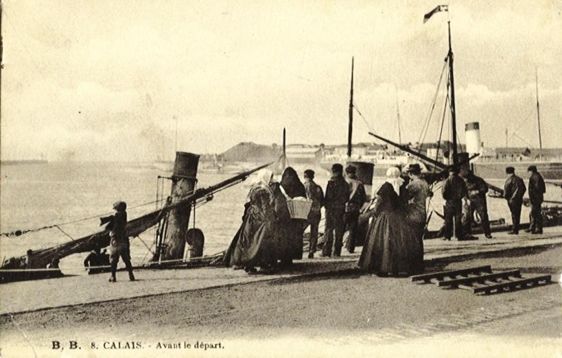 Calais cpa avant le depart sur les quais du courgain