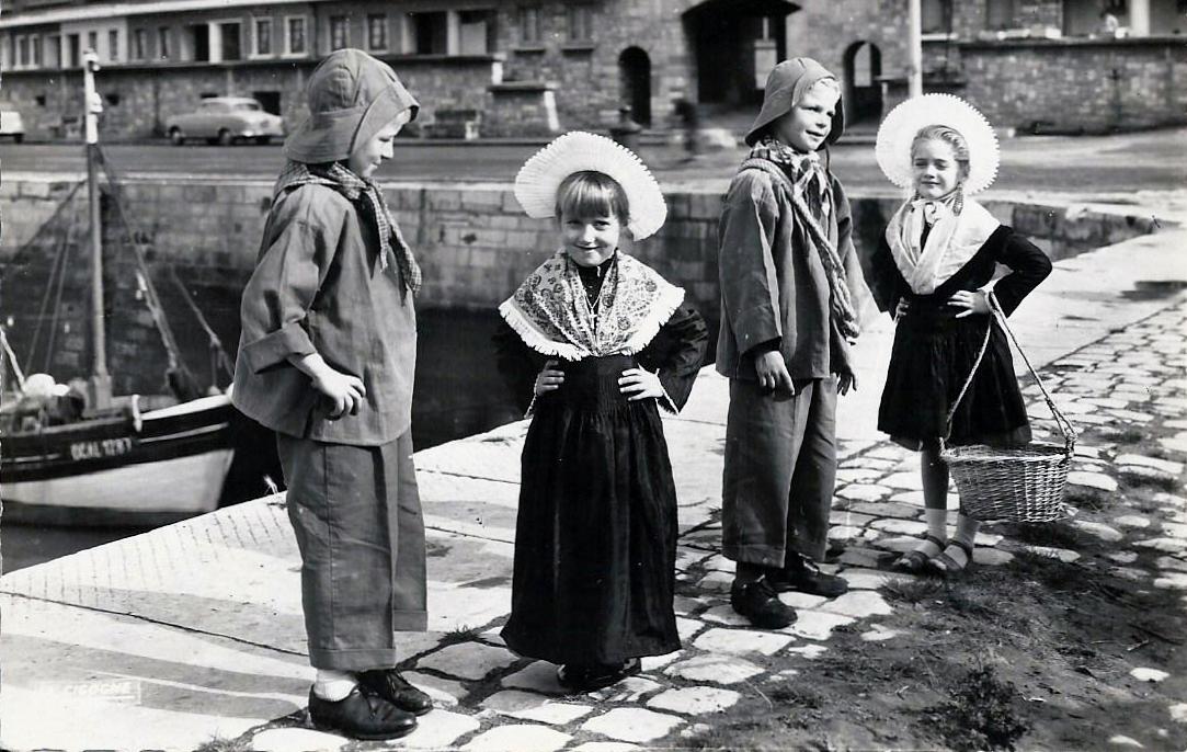 Calais enfants du groupe folklorique