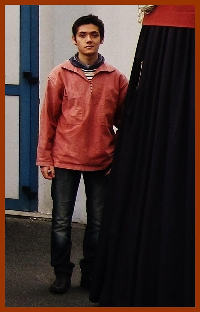 Calais fete du hareng au courgain jeune matelot