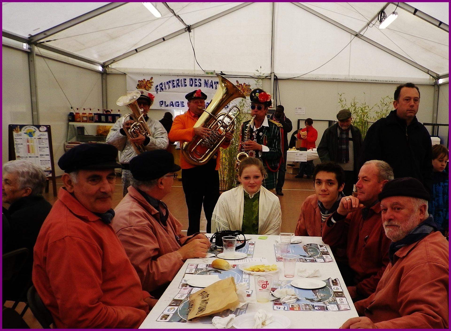 Calais fete du hareng la degustation du hareng grille