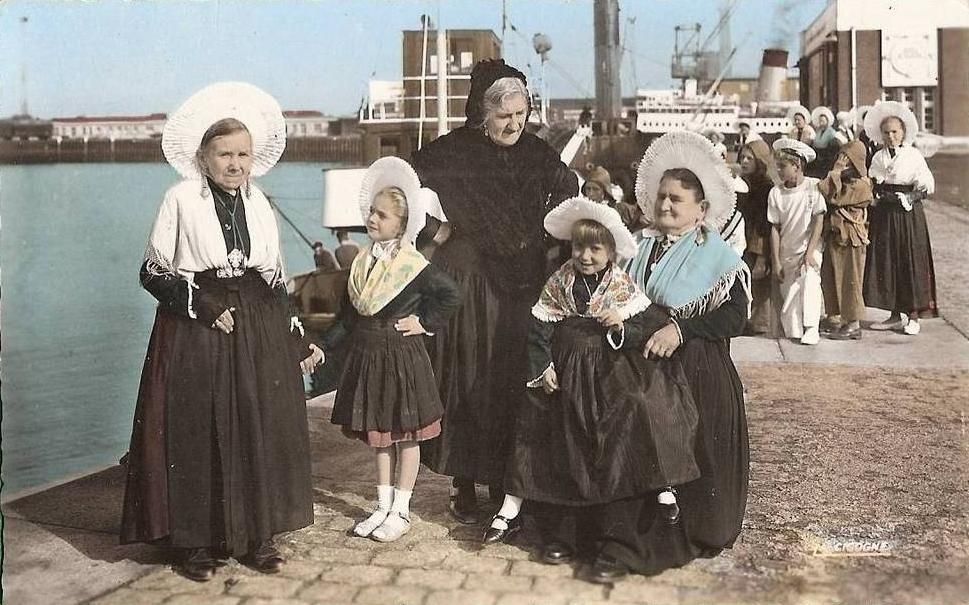 Calais groupe de courguinoises annees 50