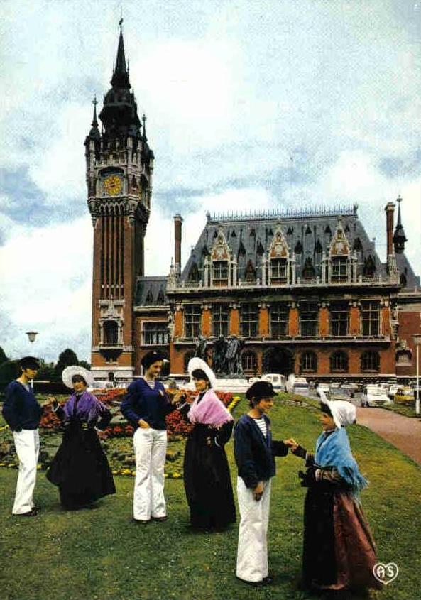 Calais groupe folklorique devant la mairie
