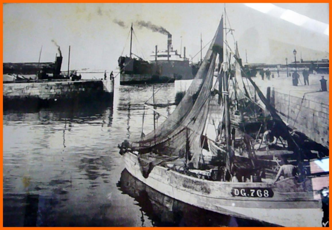 Calais le bassin du paradis bateau cal dg 768 encadre