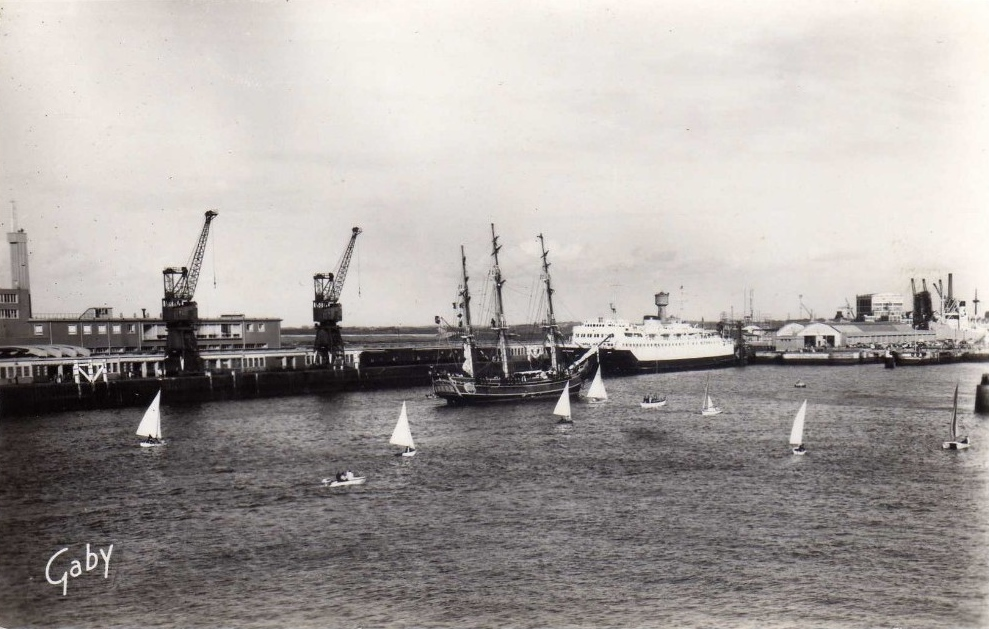 Calais le bounty rentre au port annees 50 60