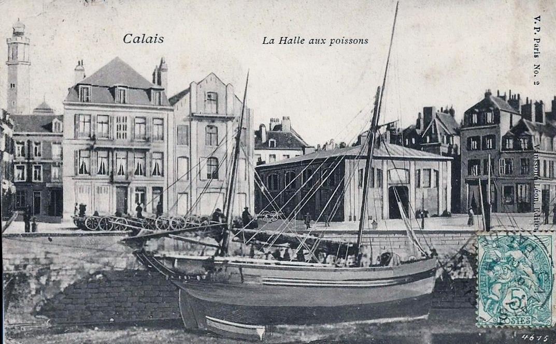 Calais le minck la halle aux poissons et un bateau de peche