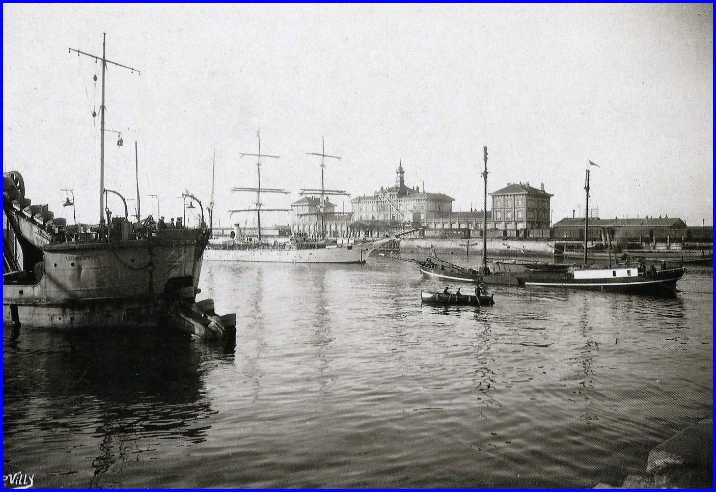Calais ouverture des ecluses du bassin carnot a gauche la marie salope encadre