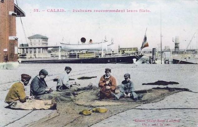 Calais pecheur raccommodant leurs filets