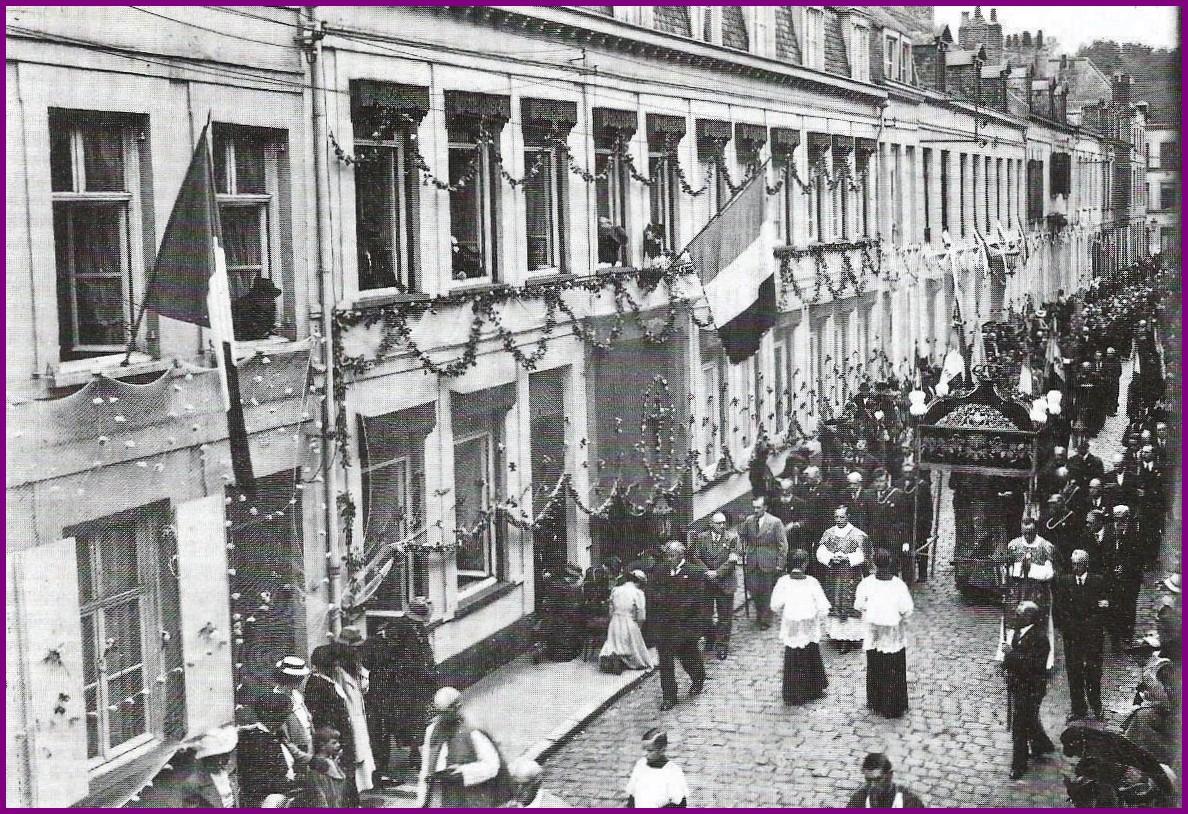 Calais procession fete dieu le dais fut offert par louis xvi encadre