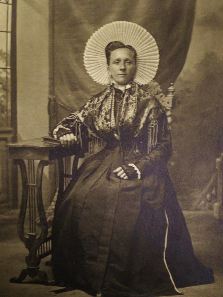 Calais une courguinoise en grande tenue