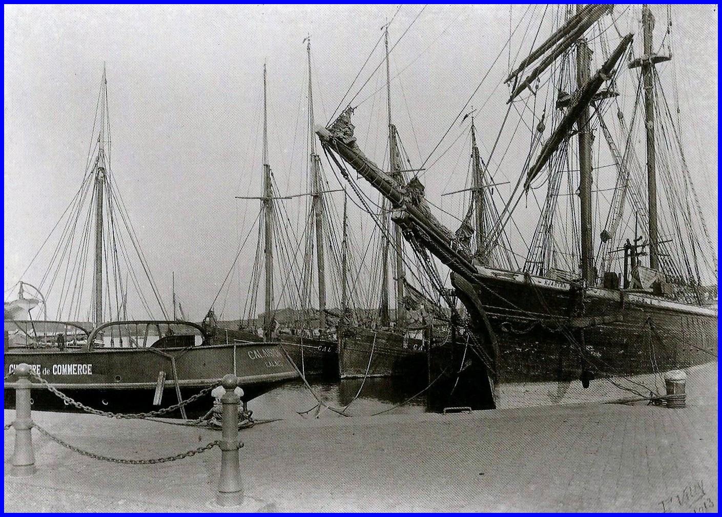 Calais voiliers desarmes et arriere du remorqueur calaisien 1913 encadre