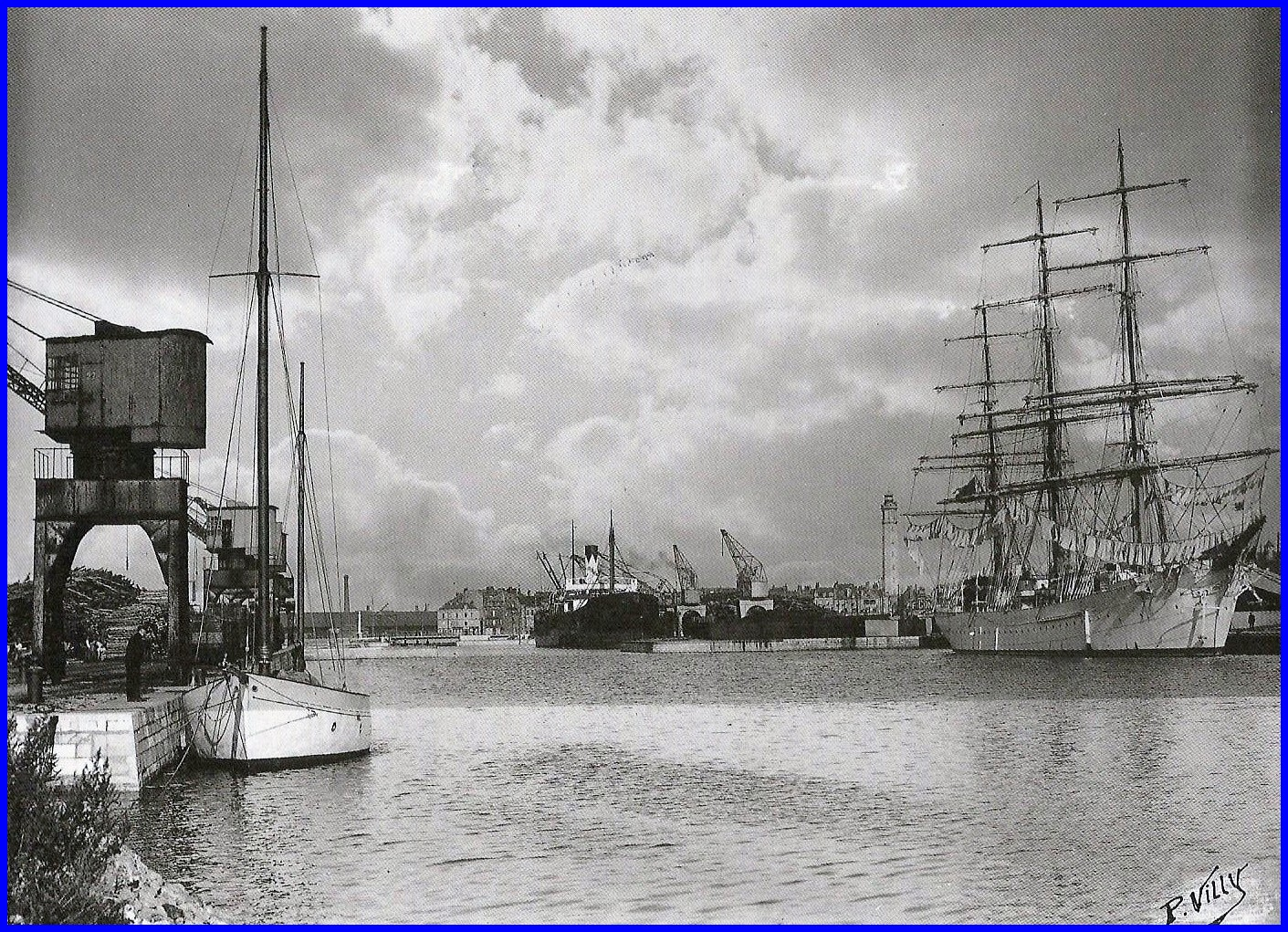 Calais vue generale de la premiere darse du bassin ouest vers 1930 encadre