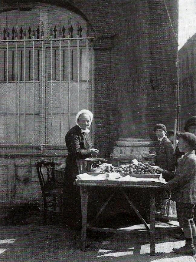 Calais zelie coiffee d une fontange reine du marche en juillet 1922