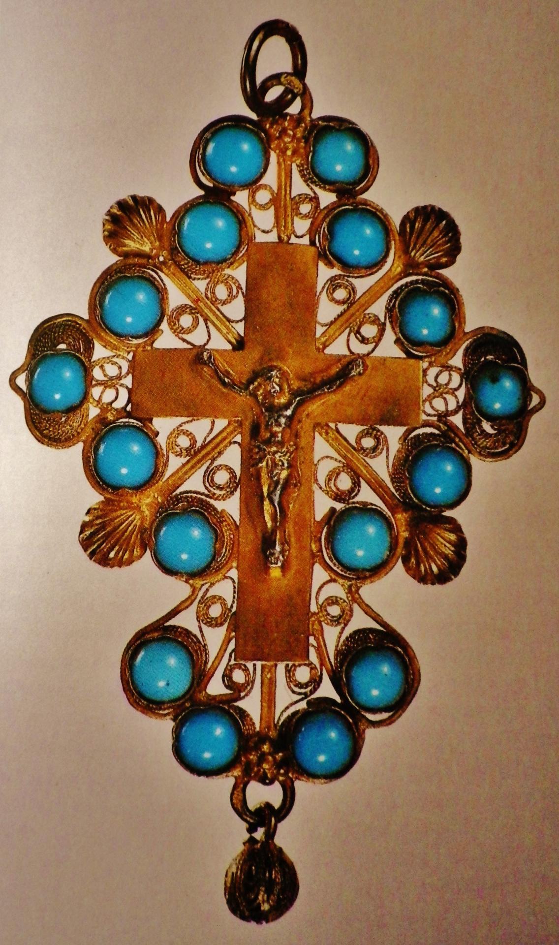 Croix boulonnaise cabochons turquoise