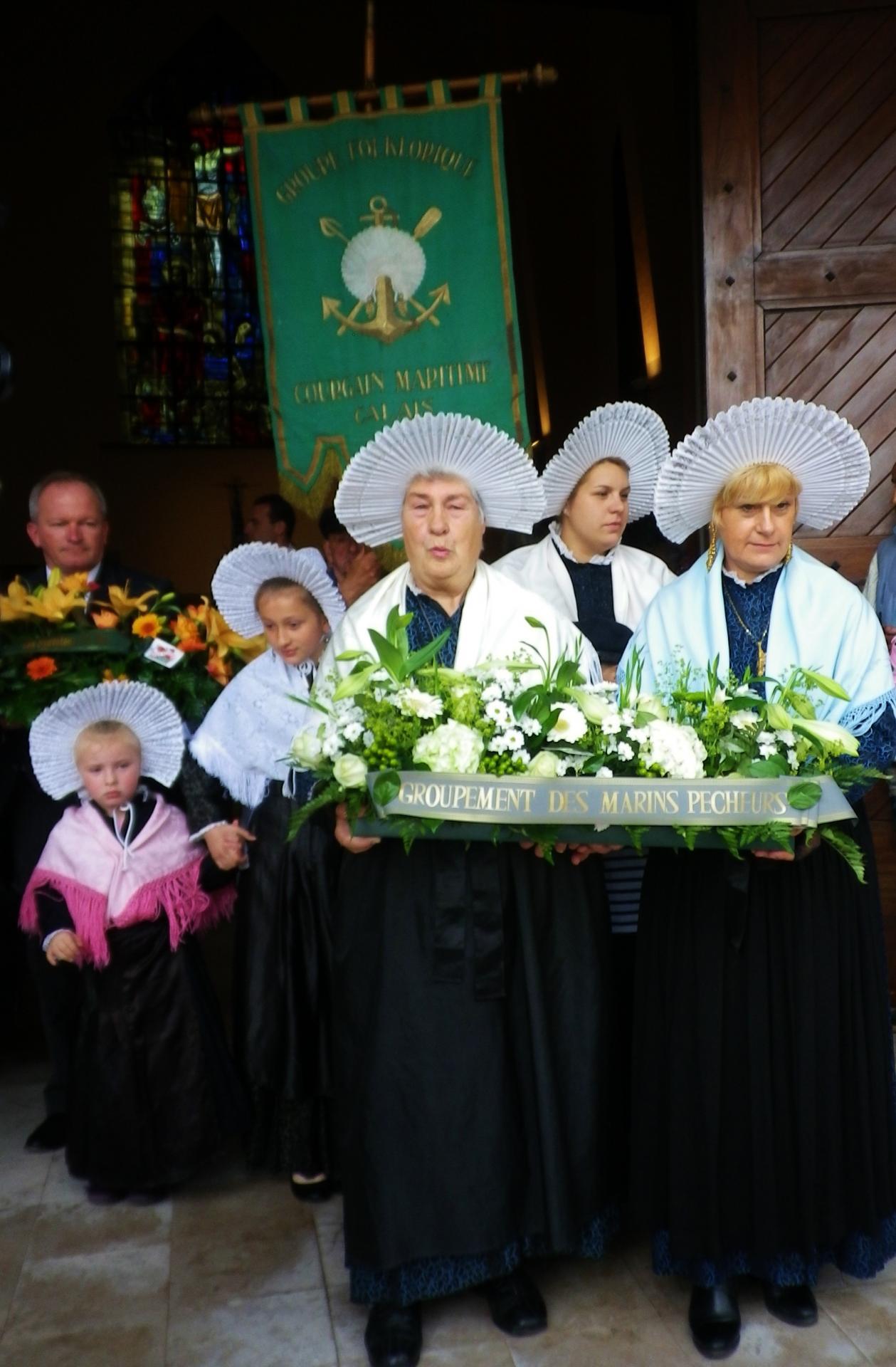 Matelotes lors de la ceremonie de la benediction de la mer eglise saint pierre saint paul de calais