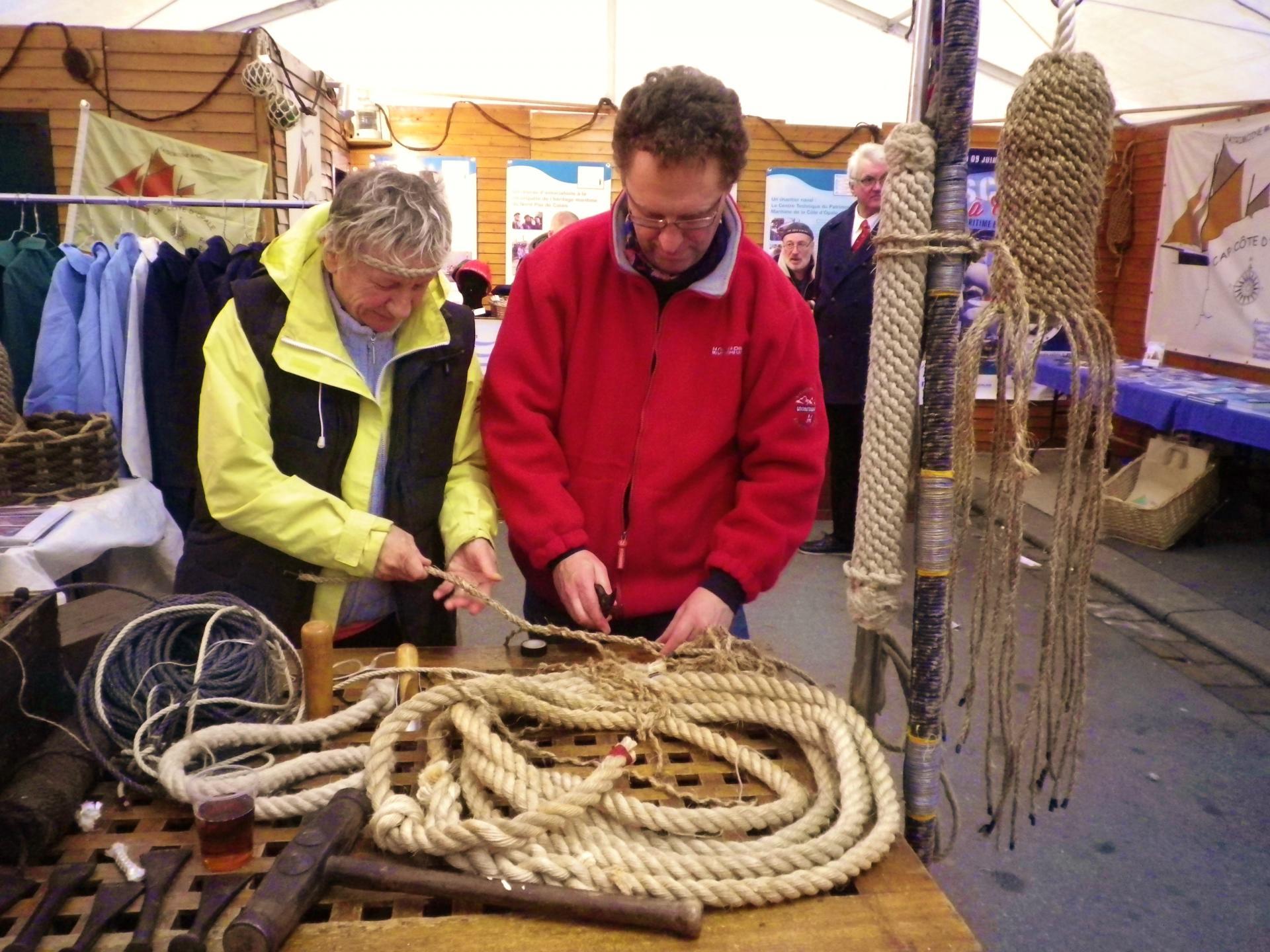 Travaux de matelotage a la fete du hareng calais courgain